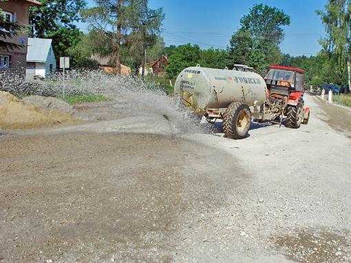 Kontrola pylenia / dust contol - polega na sklejaniu pyłów (wiązaniu pylastych cząstek gleby)