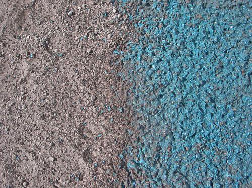 Prawidłowy hydrosiew pokrywa grunt równą warstwą mulczu.