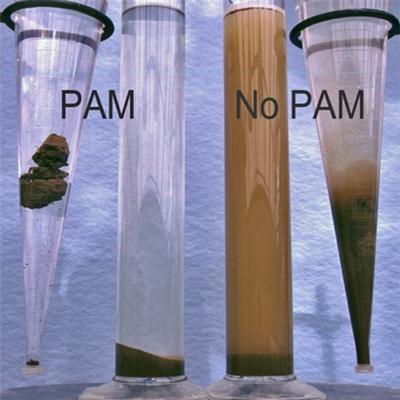 USDA - kontrola erozji. Ograniczenie wymywania gleby dzięki flokulacji osadu (cząstek gleby) w wodzie z użyciem poliakrylamidu PAM.